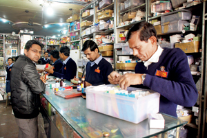 Pharmacy: Make medicine for your countrymen
