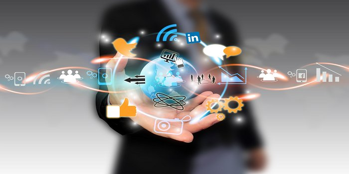 Career as Social Media Manager - handle crisis or help in business growth