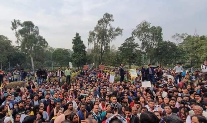 Late-night marathon meeting fails, DU teachers' strike continues