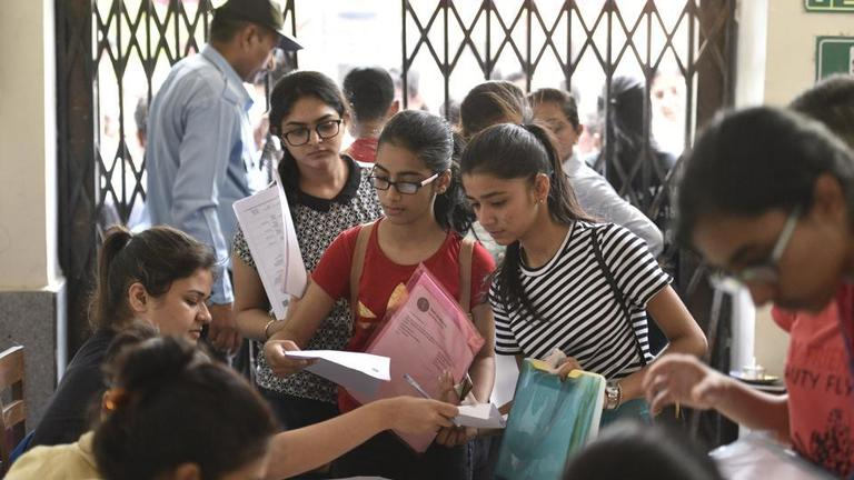Colleges to Apply for Admission in DU Under Cut off Score Between 85 and 90