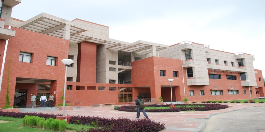 IIT-Kanpur join hands with Ericsson to tap air pollution data in Delhi using 5G variant