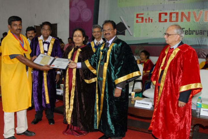 https://static.careers360.mobi/media/colleges/social-media/media-gallery/1089/2017/10/6/St-Peters-University-Chennai1.png