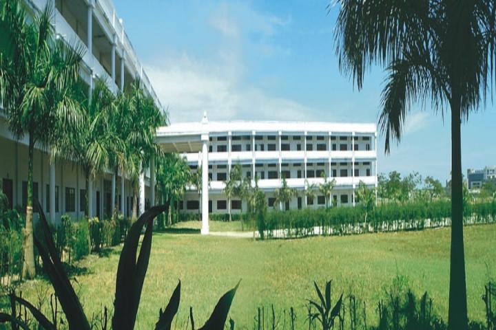 https://static.careers360.mobi/media/colleges/social-media/media-gallery/2798/2018/8/3/Thangavelu-Engineering-College-Chennai1.jpg
