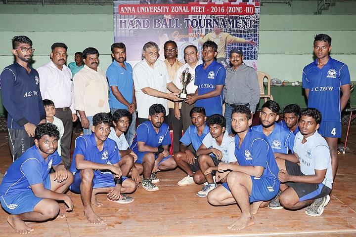 https://static.careers360.mobi/media/colleges/social-media/media-gallery/4136/2019/3/8/Sports of Jawahar Engineering College, Chennai_Sports.jpg
