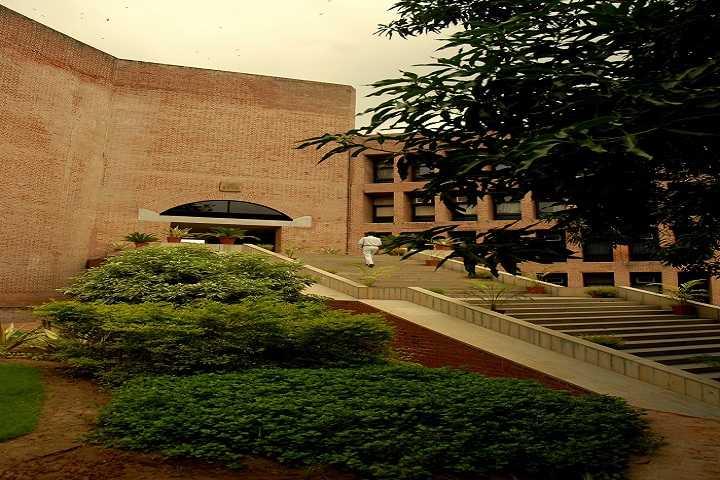 https://static.careers360.mobi/media/colleges/social-media/media-gallery/470/2018/9/19/Enterance Main Complex of IIM Ahmedabad_Campus-View.jpg