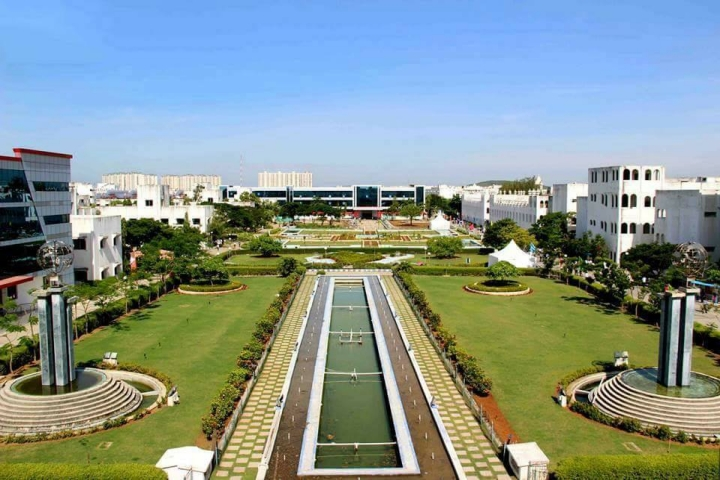 https://static.careers360.mobi/media/colleges/social-media/media-gallery/734/2018/10/11/Campus View Of Sathyabama Institute of Science and Technology Chennai_Campus-View.jpg