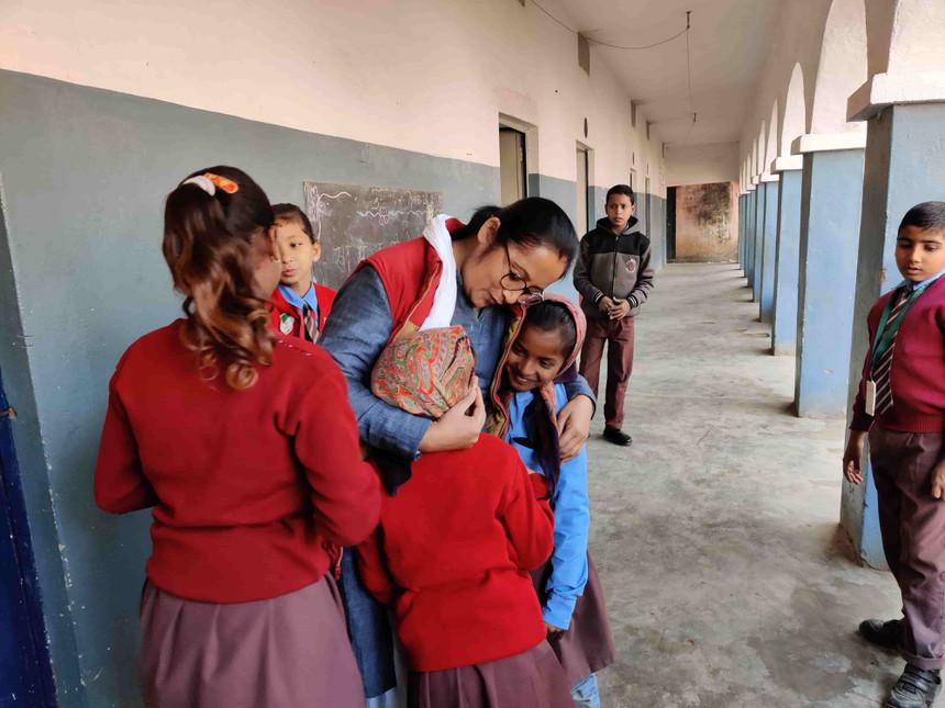 teacher-children-girls-education-bihar-school