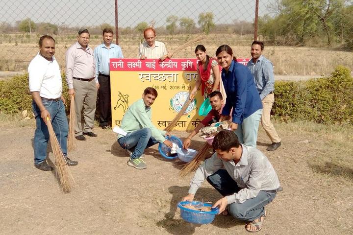 Rani Lakshmi Bai Central Agricultural University Jhansi Cleanness programe at Rani Lakshmi Bai Central Agricultural University Jhansi
