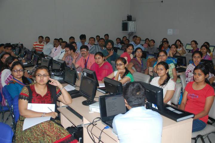 ITM School of Management, Gwalior (Also known as: ITM University Gwalior) ITM-School-of-Business-Gwalior-IT-Lab1