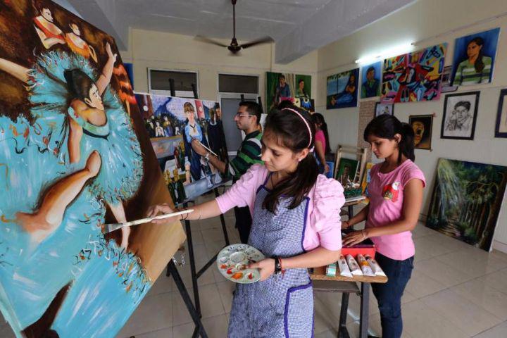 Desh Bhagat University, Mandi Gobindgarh  Painting event at Desh Bhagat University, Mandi Gobindgarh