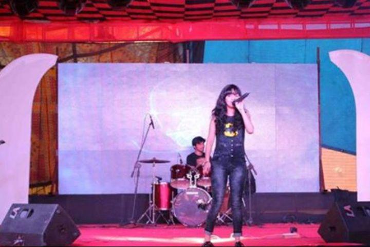 IMS Unison University, Dehradun  Singing show at IMS Unison University, Dehradun