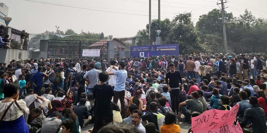 JNU students protest against hostel fee hike at convocation attended by Vice President