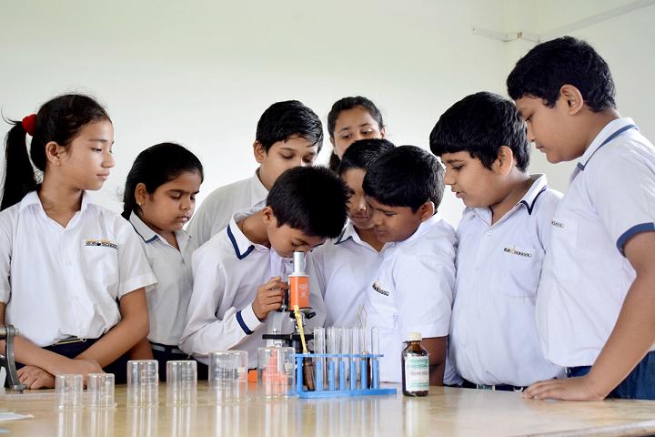 Temple Town Euro School- Laboratory