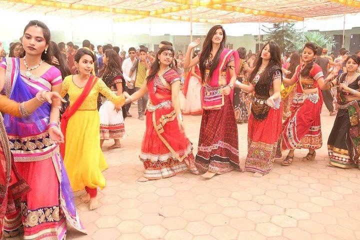 Ajmera Mukesh Nemichand Bhai English Medium School-Cultural Dance
