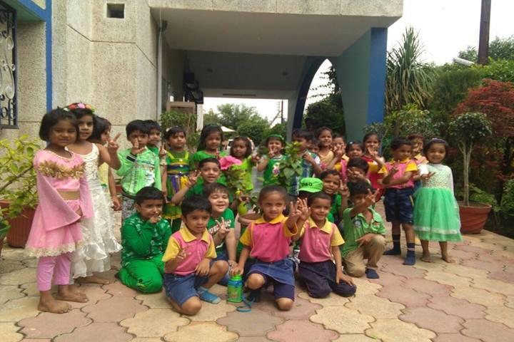 Daisy Dales School - green day