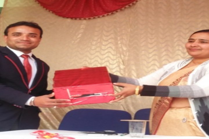Angle high school-prize distribution