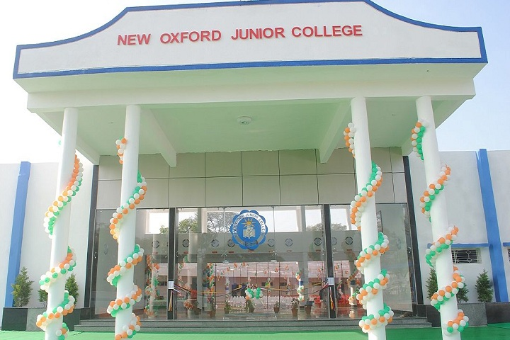 New Oxford Junior College-Campus-View entrance
