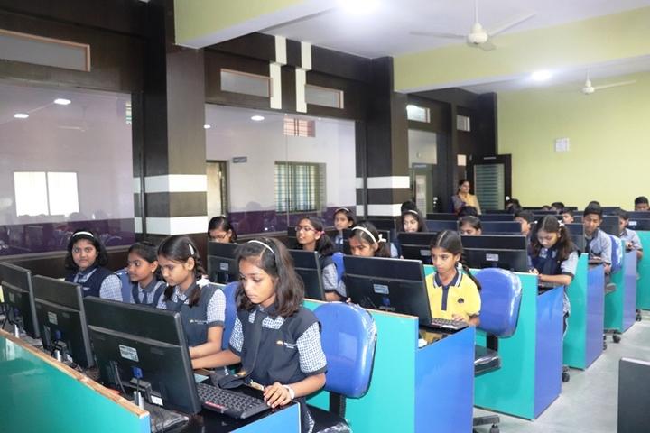 Shri Vinayakam School-Computer Lab
