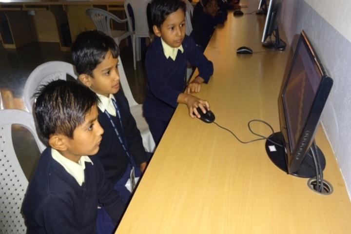 Sri Sri Ravishankar Vidya Mandir-Computer Lab