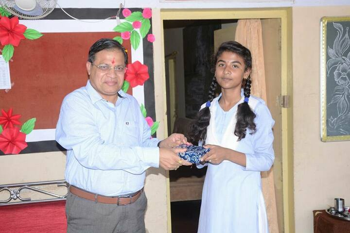 Takshshila Public Model High School-Gifts