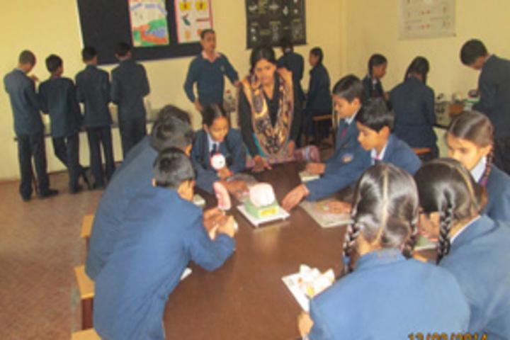 Vidyavati Public Central School-Science lab