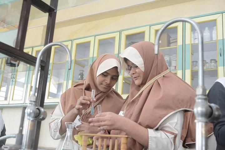 Al Barkaat Malik Muhammad Islam English School-Laboratory
