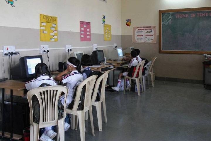 Bharati Vidyapeeth English Medium School-IT Lab