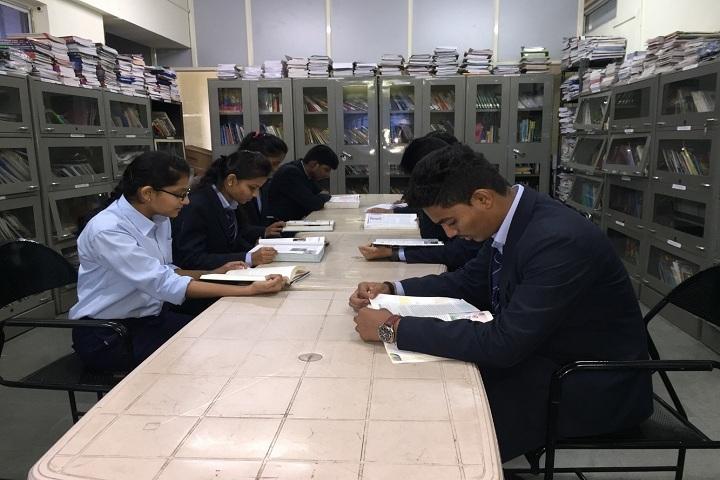 Bharati Vidyapeeth English Medium School-Library