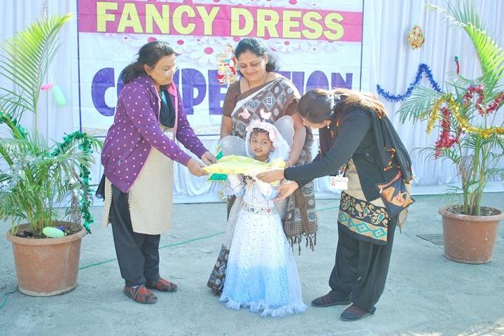 Dr Ulhas Patil English Medium School-Fancy Dress Competition