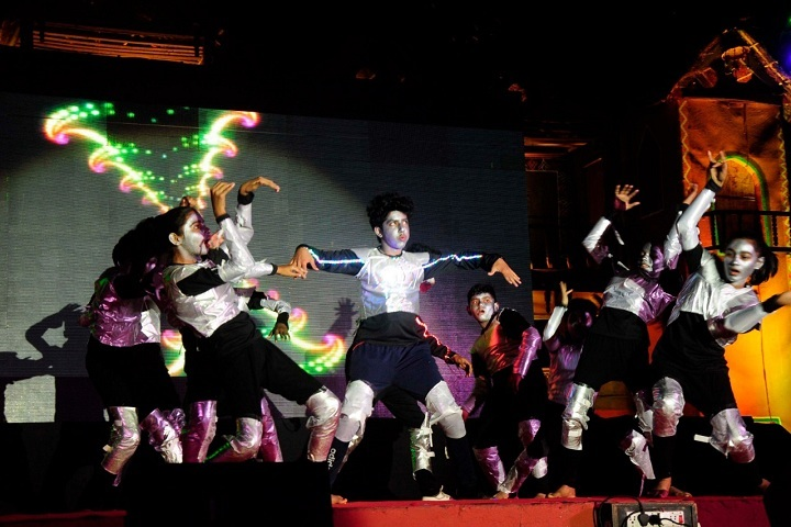 G H Raisoni Vidya Niketan-Dance Performance1