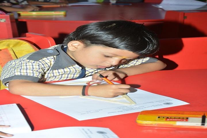 Gurukul Dnyanpeeth School-Drawing Activity