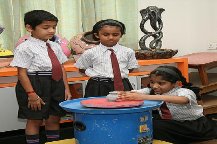 KK Wagh Universal School-Art and craft