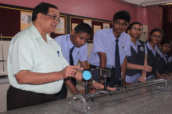 New Horizon Scholars School-Physics Lab
