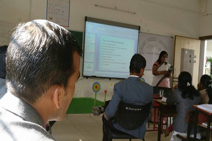 Rajiv Gandhi International School-Smart classroom