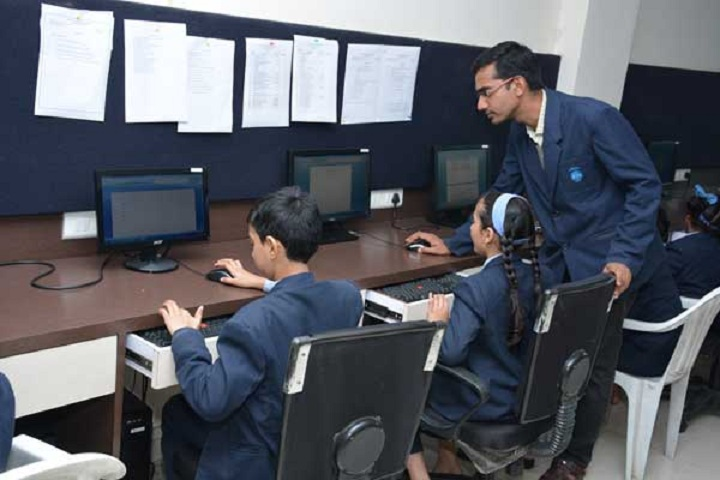 Royal International School-IT Lab