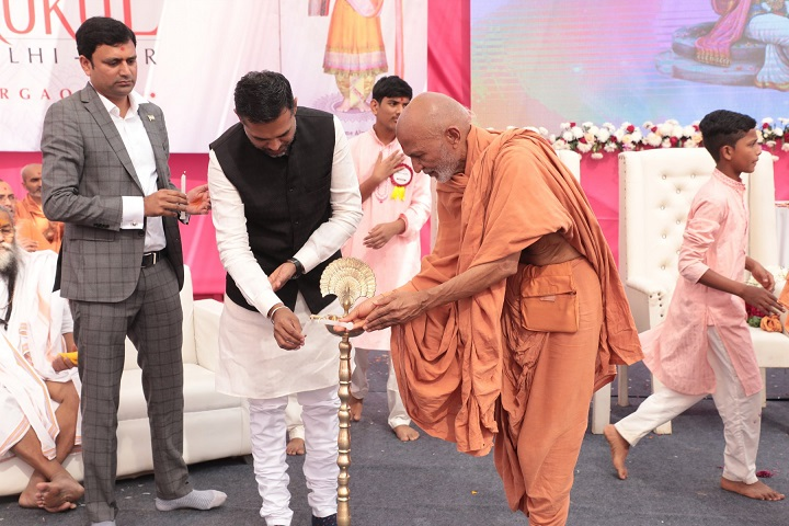 Shree Swaminarayan Gurukul International School-Lighting The Lamp