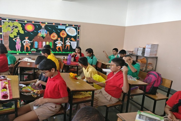 Symbosis School-Toran Making Activity