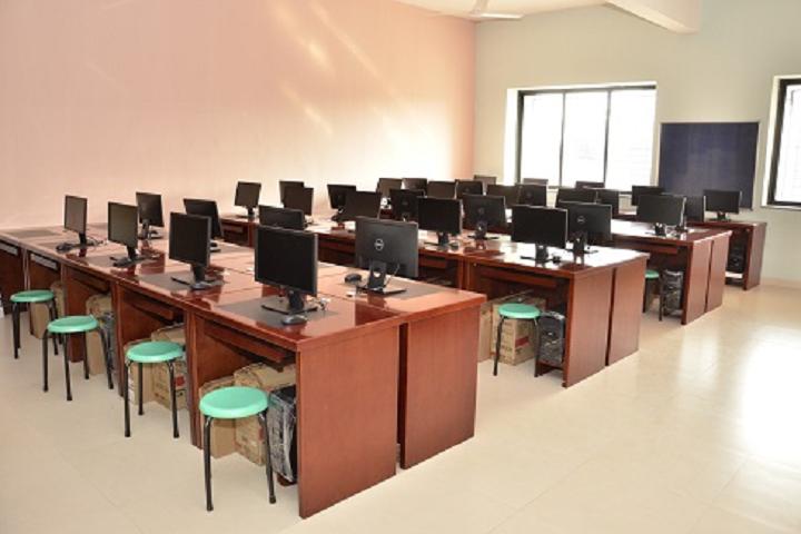 Vidya Pratishthans Dr Cyrus Poonawalla School-IT-Lab