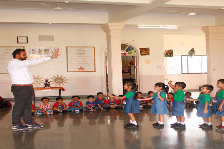 Vishwashanti Gurukul School-Indoor Activity