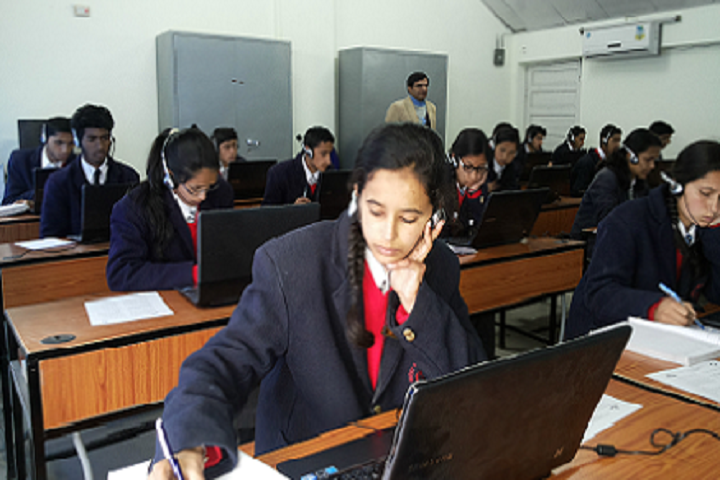 Jawahar Navodaya Vidyalaya-IT-Lab with students