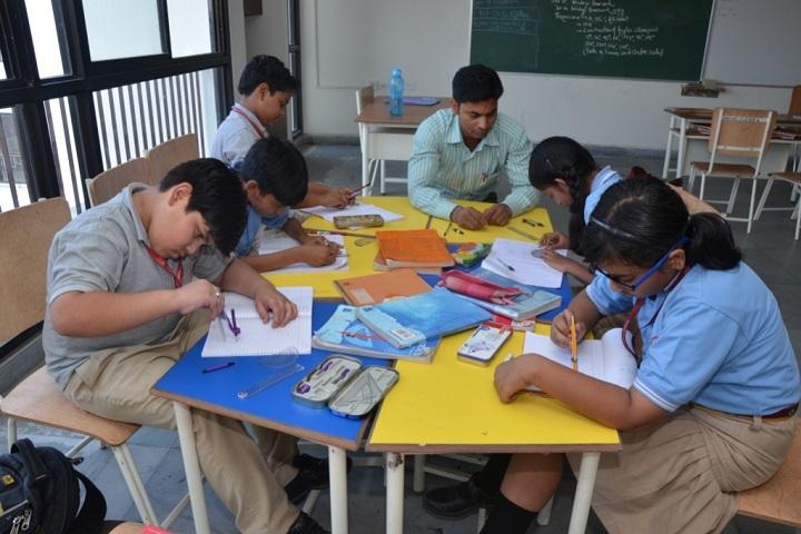 Aparna World School-Arts-Craft