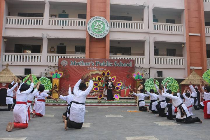 """Mothers Public School-Dance"""