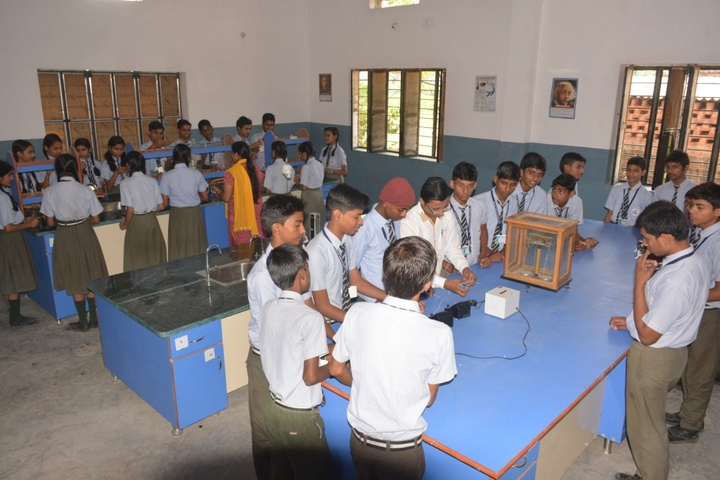 Gyan Bharti Global School-Physics Lab