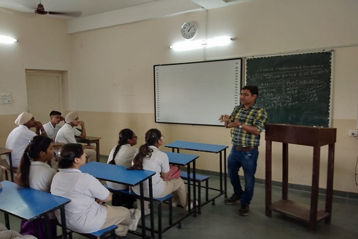 Ashok Vatika Public School-Classroom with teacher