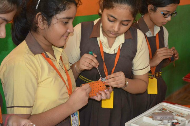 Gyan Jyoti Awasiya Vidyalaya-Robotics Lab
