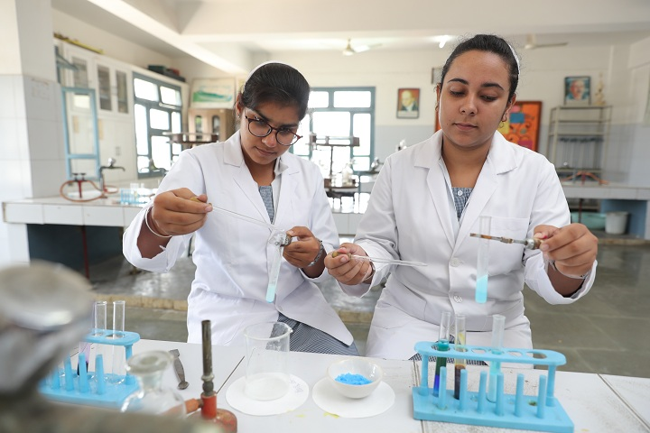 Bcm Arya Model School-Chemistry Lab