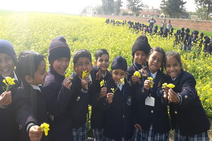 Blossoms Senior Secondary School-Visit to the Farm