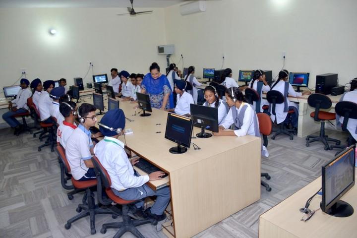 Budha Dal Public School-Computer Lab
