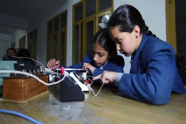 C T Public School-Physics Lab