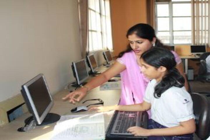 Cambridge International School-Computer Lab